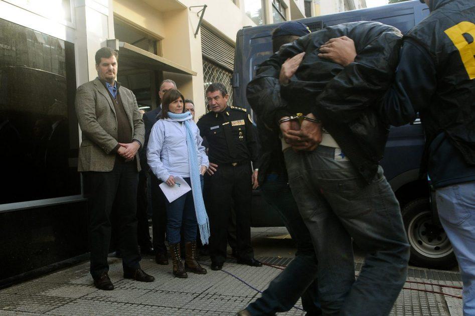 Télam 09/05/2016 Buenos Aires: La ministra de Seguridad, Patricia Bullrich, supervisa la detención de 9 personas,previo a la conferencia de Prensa donde se dieron detalles de la denominada ''Operación Kambo''. Foto: Gustavo AmarelleGustavo Amarelle
