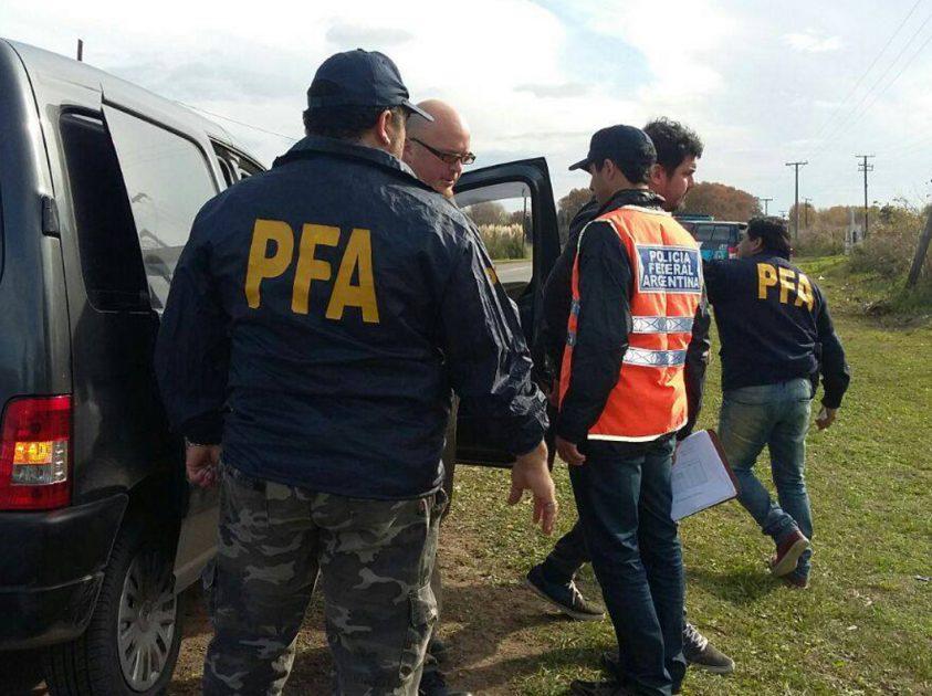 Cuatro detenidos por tenencia de droga en la ciudad for Interior y policia porte y tenencia