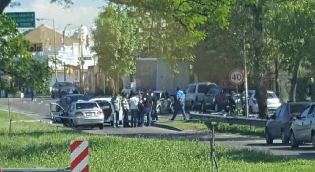 Lluvia de balas en tiroteo entre policías y ladrones