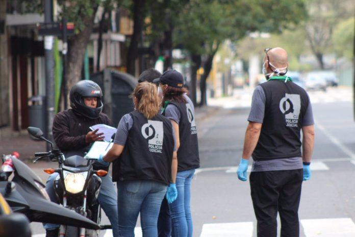 Aislamiento, controles, policia de la ciudad, coronavirus